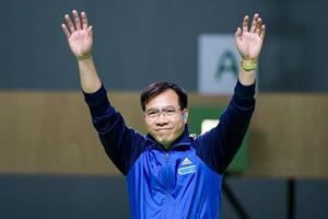 Xạ thủ Hoàng Xuân Vinh đã có sự khích lệ tinh thần lớn từ Bộ Quốc phòng.