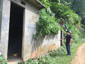 Công trình nước sạch  ở xóm Sộp, xã Phúc Sạn (Mai Châu) bị bỏ hoang nhiều năm.