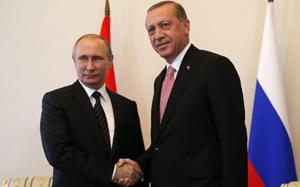 Tổng thống Thổ Nhĩ Kỳ Tayip Erdogan gặp Tổng thống Nga Vladimir Putin  tại thành phố Saint Peterburg ngày 9/8. (Ảnh: EPA)