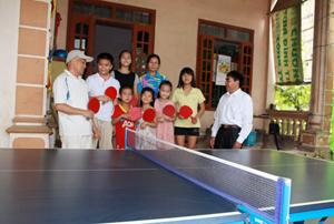 Các CLB bóng bàn ở thị trấn Đà Bắc thường xuyên có nhiều em nhỏ đến tham gia tập luyện.