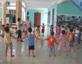 Đà Bắc làm tốt công tác giảm sinh giúp nâng cao và ổn định chất lượng các công trình phúc lợi xã hội cho trẻ em.