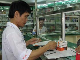 """Giá thuốc tăng theo kiểu """"nhỏ giọt"""" nên khách hàng rất khó phát hiện."""