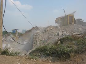 Người lao động tại cơ sở khai thác đá trên địa bàn tỉnh chưa chấp hành tốt an toàn vệ sinh lao động.