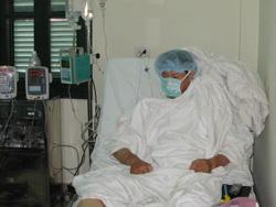 Một bệnh nhân sau ghép tạng đang chờ xuất viện về nhà