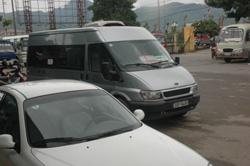 Tại bến xe khách Trung tâm thành phố Hòa Bình cùng lúc có 3 xe chạy Hòa Bình – Hà Nội trong đó có 2 thương hiệu Bình An và duy nhất chỉ một xe Bình An chạy tuyến Hòa Bình - Mỹ Đình