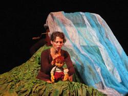 Một cảnh trong chương trình rối kết hợp The Train Theatre của Israel gây nhiều bất ngờ tại Liên hoan Múa rối Quốc tế lần 2