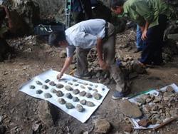 Những di vật đá thu được tại hang Thẩm Choóng