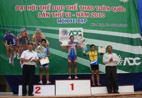 Ban tổ chức trao giải cho các đội
