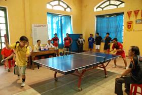 Các VĐV nam thi đấu giải bóng bàn Người giáo viên nhân dân.