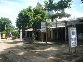 Nhân dân xã Phong phú quan tâm giữ gìn vệ sinh môi trường sạch đẹp.