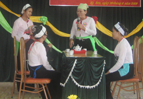 Hội phụ nữ Kỳ Sơn thường xuyên tổ chức các hoạt động giao lưu truyền thông, giao lưu văn nghệ tuyên truyền về Luật hôn nhân gia đình