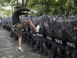 Cảnh sát chống bạo động diễn tập ở Bangkok, Thái Lan hôm  14-9.