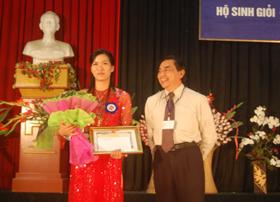 Lãnh đạo Sở Y tế trao giải cho các thí sinh xuất sắc trong kỳ thi