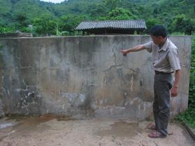 Nhiều công trình nước sinh hoạt ở xóm Bãi Thoáng, xã Yên Thượng bỏ không.
