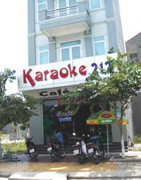 Theo quy hoạch thì địa điểm cở sở dịch vụ Karaoke phải cách trường học, bệnh viện, cơ sở tôn giáo, tín ngưỡng, di tích lịch sử văn hoá, cơ quan hành chính Nhà nước từ 200m trở lên.
