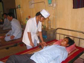 Bệnh viện đa khoa huyện Tân Lạc đạt công suất sử dụng giường bệnh 180%.