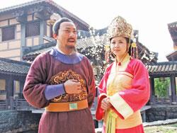 Phan Hòa (vai Thái hậu Dương Vân Nga) và Hoàng Hải (vai Lê Hoàn) trong phim.