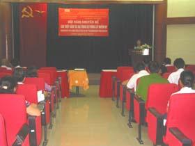 Đại diện Dự án TW phát biểu chia sẻ với Hội nghị .