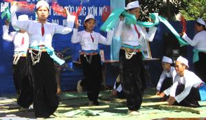 Đội văn nghệ xã Nhân Nghĩa (Lạc Sơn) thường xuyên luyện tập, biểu diễn trào mừng các ngày lễ lớn của đất nước.
