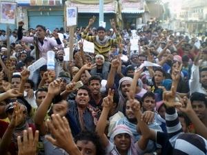 Biểu tình đòi Tổng thống Ali Abdullah Saleh từ chức tại thành phố Aden , miền nam Yemen ngày 17/2. (Nguồn: AFP/TTXVN)