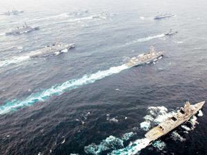 Tàu chiến Nhật, Ấn Độ và Mỹ trong một cuộc tập trận chung tại vịnh Tokyo.