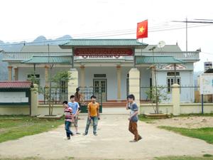 Nhà văn hóa xóm Mỏ, xã Chiềng Châu (Mai Châu) là điểm sinh hoạt văn hóa cộng đồng của KDC.