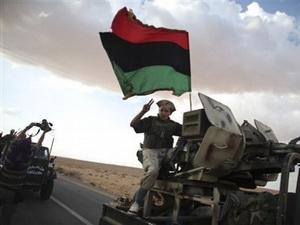 Đoàn xe của quân nội dậy tiến vào Bani Wahid ngày 9/9 (Ảnh: AP)