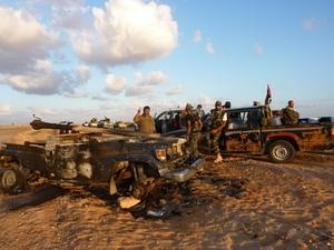 Lực lượng nổi dậy sau khi chiếm được Thung lũng Đỏ, ngày 8/9. (Ảnh: AFP/TTXVN)