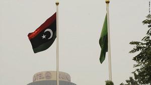 Lá cờ của chính quyền phe nổi dậy bay phấp phới tại Đại sứ quán Libya ở Bắc Kinh hôm 23.8. Ảnh: CNN.