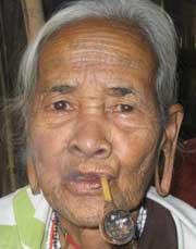 Cụ bà Nàng Nang với những dấu tích của tập tục xa xưa.