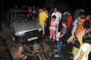Người dân tại thành phố Siliguri, bang Sikkim, Ấn Độ chạy ra đường sau trận động đất hôm 18/9.