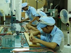 Công ty TNHH BanDai thường xuyên tạo việc làm ổn định cho gần 400 lao động với thu nhập bình quân 1,8 triệu đồng/người/tháng.