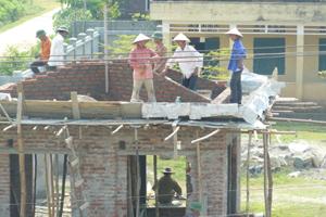Công trình phụ trợ trường THCS Hợp Thành đang được đẩy nhanh tiến độ thi công.