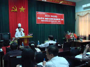 Đồng chí Bùi Văn Cửu, Phó Chủ tịch TT UBND tỉnh, Trưởng ban chỉ đạo phát biểu chỉ đạo về định hướng của công tác DS-KHHGĐ giai đoạn 2011-2015.
