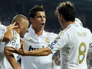 Bộ ba Ronaldo-Kaka-Benzema cùng lập công.