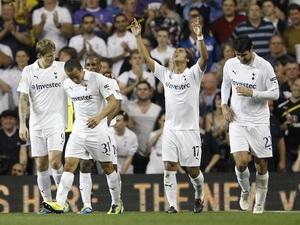 Niềm vui của các cầu thủ Tottenham.