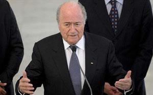 Chủ tịch FIFA, Sepp Blatter ủng hộ một cầu thủ Tây Ban Nha sẽ giành Quả bóng vàng 2012.