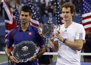 Cả A. Murray (phải) và N. Djokovic đều chơi hay trận chung kết.