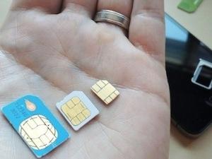 iPhone 5 dùng nano-sim, kích thước nhỏ hơn 44% so với micro-sim. (Nguồn: Internet)