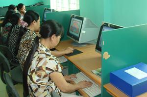 hầu hết cán bộ, giáo viên trường tiểu học Nhuận Trạch (Lương Sơn) đều ứng dụng có hiệu quả tính năng của CNTT vào công tác quản lý, giảng dạy - học tập, nâng cao chất lượng giáo dục.