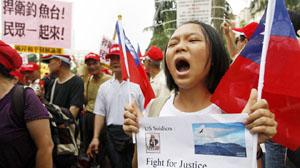 Biểu tình chống Nhật tại Đài Bắc, Đài Loan ngày 23-9 - Ảnh: Reuters