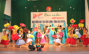 Thiếu nhi huyện Lương Sơn tham gia biểu diễn nghệ thuật cùng với thiếu nhi TPHB tại Liên hoan đàn và hát với Organ Nhà thiếu nhi tỉnh năm 2012.