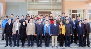 Đồng chí Hoàng Việt Cường, Bí thư Tỉnh ủy và lãnh đạo một số sở, ngành với tập thể BTV và cán bộ, nhân viên Tỉnh đoàn Hòa Bình. Ảnh: P.V