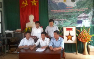 Đại biểu tham dự hội nghị ký cam kết bảo vệ rừng, PCCR khu BTTN Ngọc Sơn- Ngổ Luông.