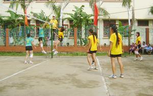 Một trận thi đấu tại giải vô địch bóng chuyền nữ huyện Yên Thuỷ năm 2013.
