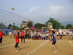 Nhiều thành viên của các CLB bóng chuyền được tuyển chọn vào đội tuyển xã, thị trấn tham gia giải bóng chuyền huyện Kỳ Sơn năm 2013.