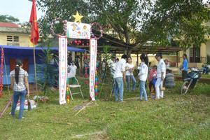 Các em học sinh trường THCS Tân Phong (Cao Phong) tham gia hội trại Trung thu do Đoàn thanh niên xã tổ chức.