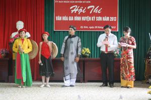 Một phần thi kiến thức về phòng - chống bạo lực gia đình tại hội thi văn hoá gia đình huyện Kỳ Sơn năm 2013.
