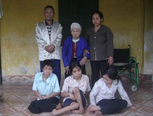 Gia đình ông Bùi Văn Cột ở xóm Rường, xã Trung Bì (Kim Bôi) đang cần sự giúp đỡ của cộng đồng.
