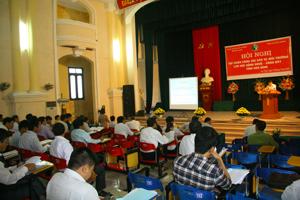 Các đại biểu tham gia hội nghị tập huấn về công tác bảo vệ môi trường lưu vực sông Nhuệ - sông Đáy khu vực tỉnh Hòa Bình.